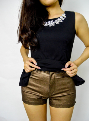http://www.aspoonfulofclothes.blogspot.com/2013/06/xuxa-metallic-high-waisted-short.html