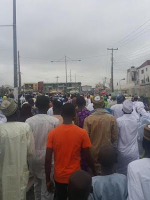 Bukola Saraki humiliated and booed in Ilorin prayer ground by protesters.