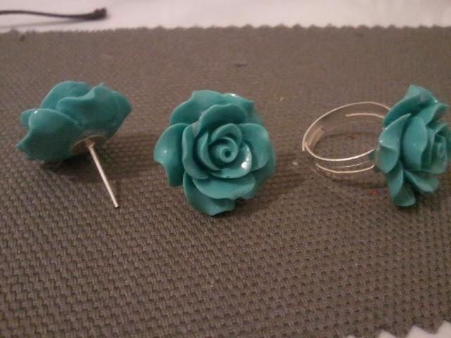Róże niebieskie kolczyki pierścionek biżuteria koral zestaw