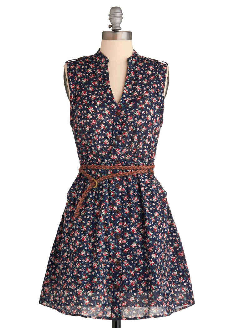 Beautiful Sleeveless Dress For Spring