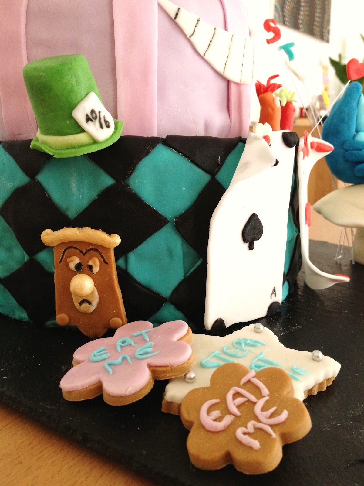 fabtastic cakes g teau alice au pays des merveilles. Black Bedroom Furniture Sets. Home Design Ideas