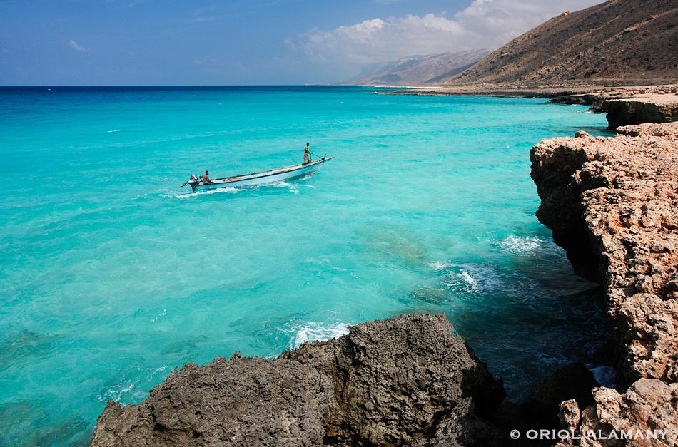 Pescadores socotríes en la costa norte de la Isla de Socotra Yemen