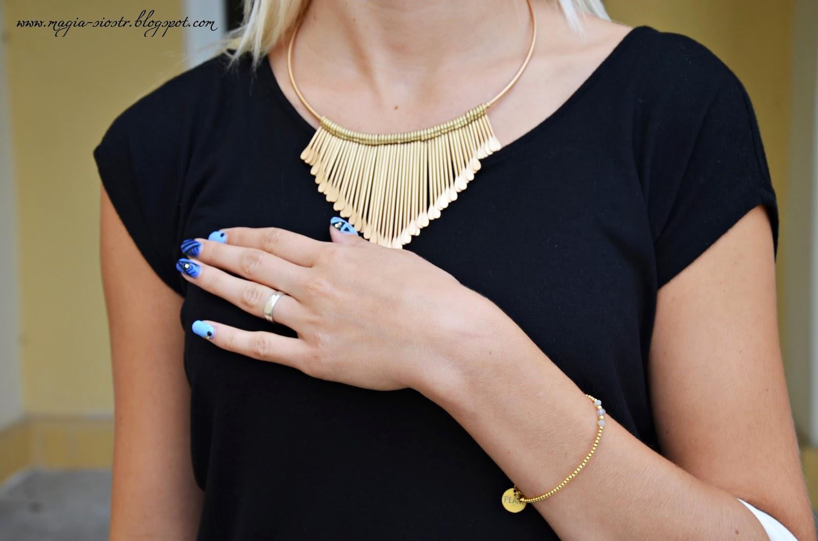 Złoty naszyjnik, delikatna złota bransoletka, piękne paznokcie