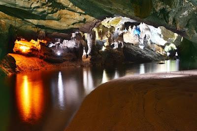 Quang Binh khai thác tour du lịch xuyên hang Tối.