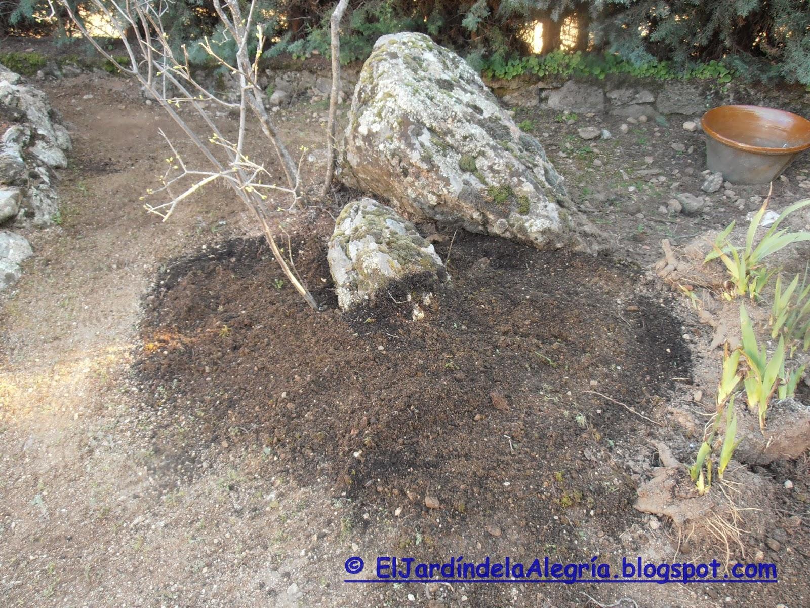 El jard n de la alegr a nutriendo el suelo del jard n y for Tierra para jardin
