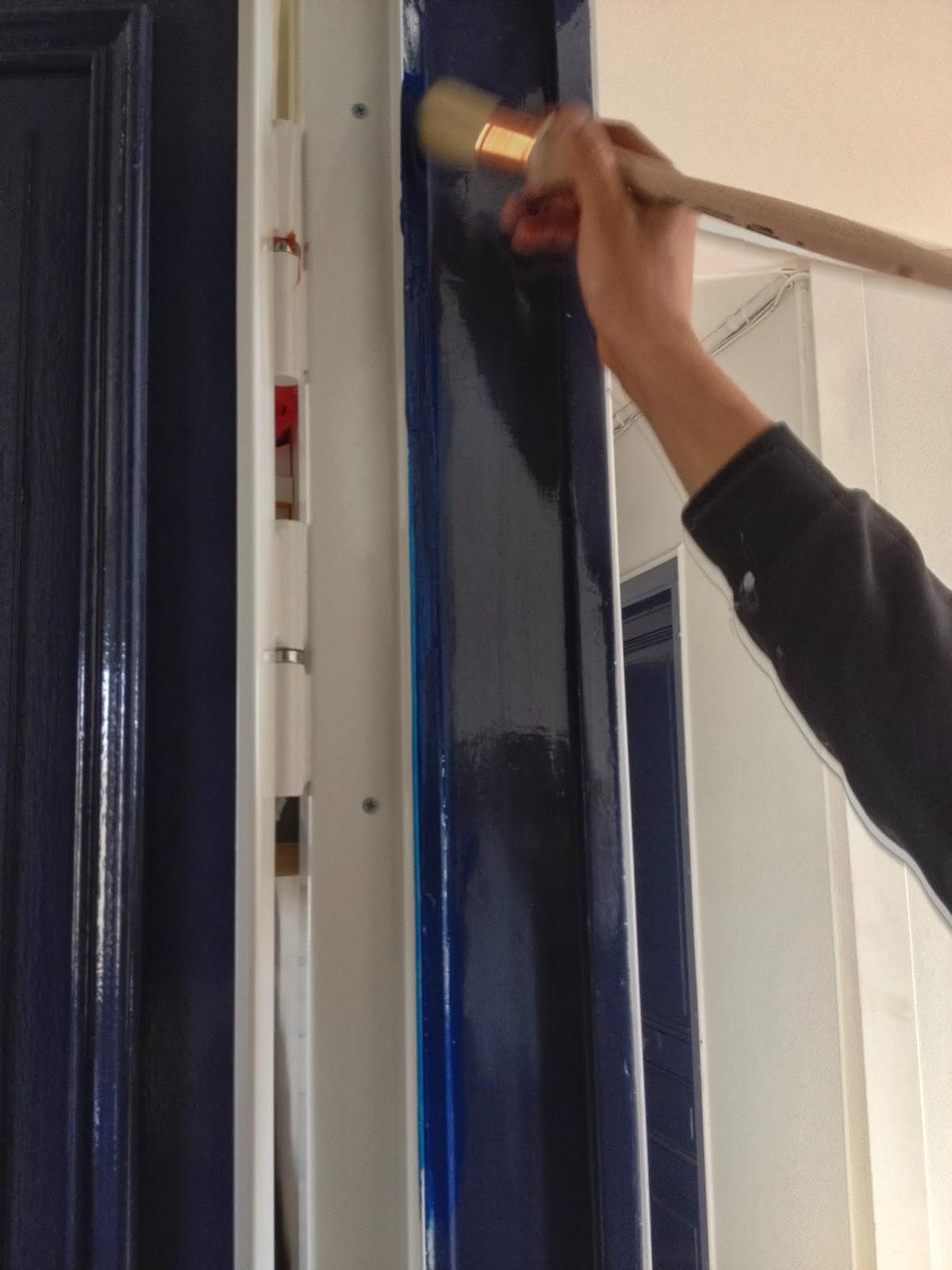 Changement de porte d 39 entr e la clamartoise - Repeindre une porte d entree en bois ...