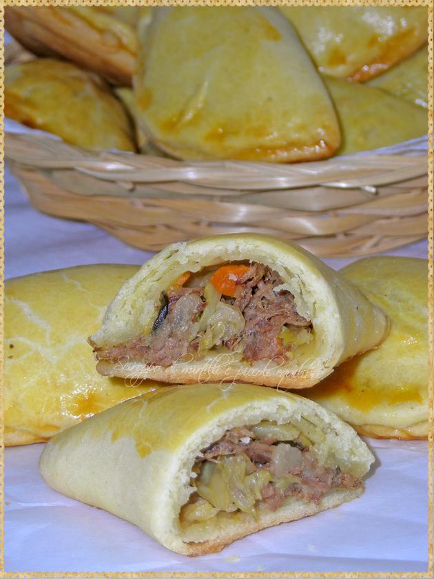 Ravioli di pasta lievitata ripieni di carne e cavolo verza ricetta Estonia