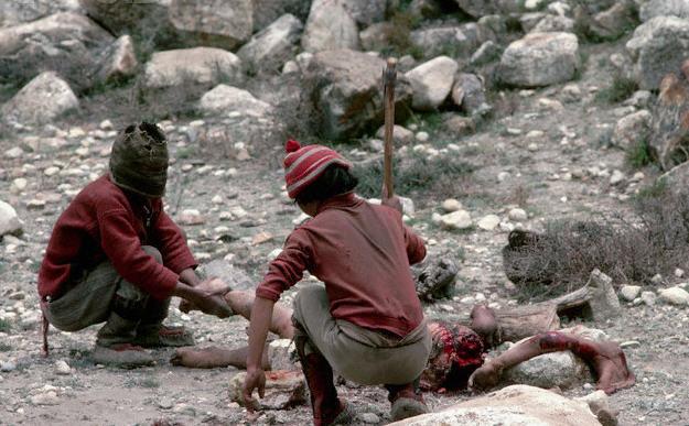 proses Ritual Penguburan Mayat Paling Sadis diDunia