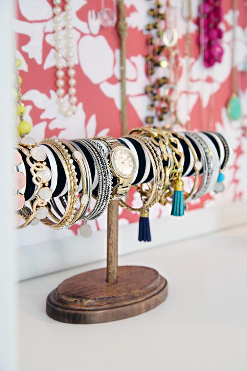 Iheart organizing diy bracelet display for Bangle organizer diy