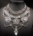 http://www.stylemoi.nu/chrystal-pendant-mixed-chain-choker-bib-necklace.html