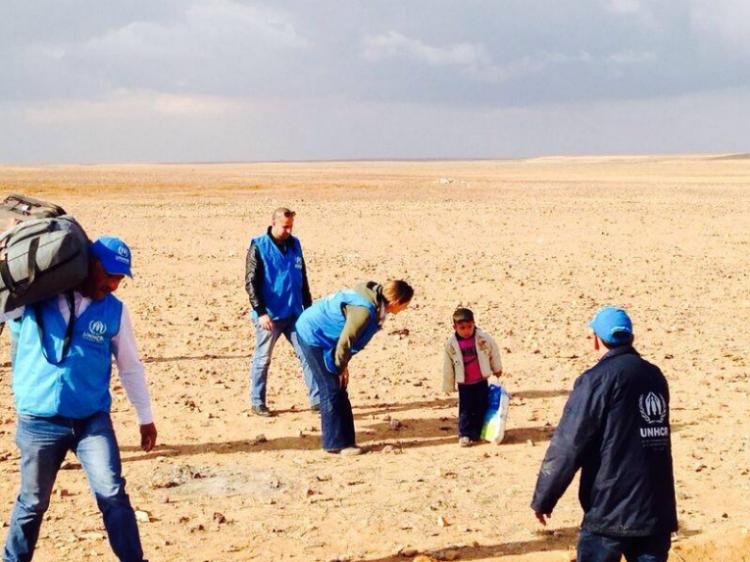 menyeberangi gurun sendirian, pengungsi suriyah di gurun