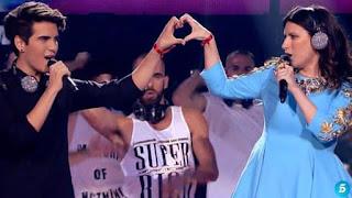 Laura Pausini y Maverick cantan Con la música en la radio-Final La Voz 2015