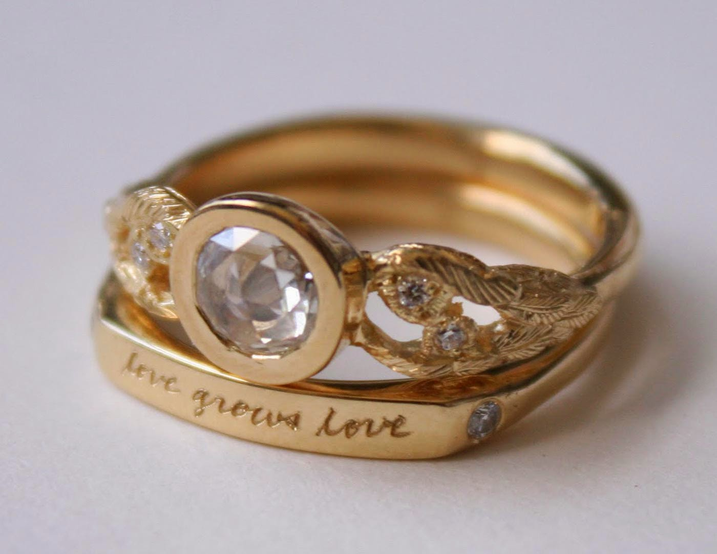 Beautiful Diamond Gold Wedding Ring For Her Model