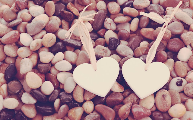 dos corazones y un lindo piropo de amor para el día de San Valentín