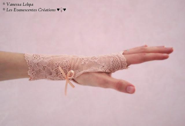 belle paire de mitaines de mariée en dentelle de Calais rose chair pour un mariage romantique , création fait main savoir faire Français artisanal , Créatrice Vanessa Lekpa