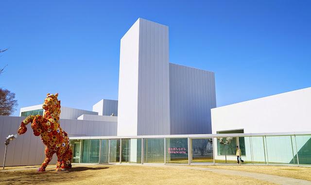 十和田市現代美術館のフラワーホース、チェ・ジョンファ