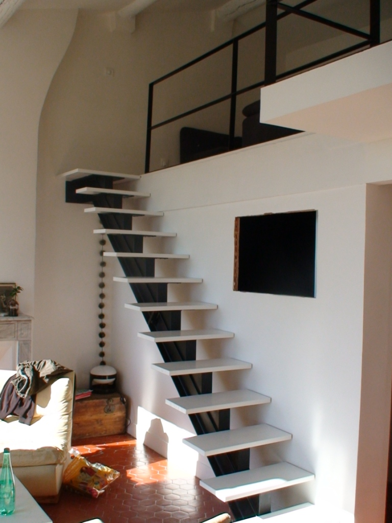 Le top 10 des escaliers droits design le blog de loftboutik - Repeindre un escalier en blanc ...