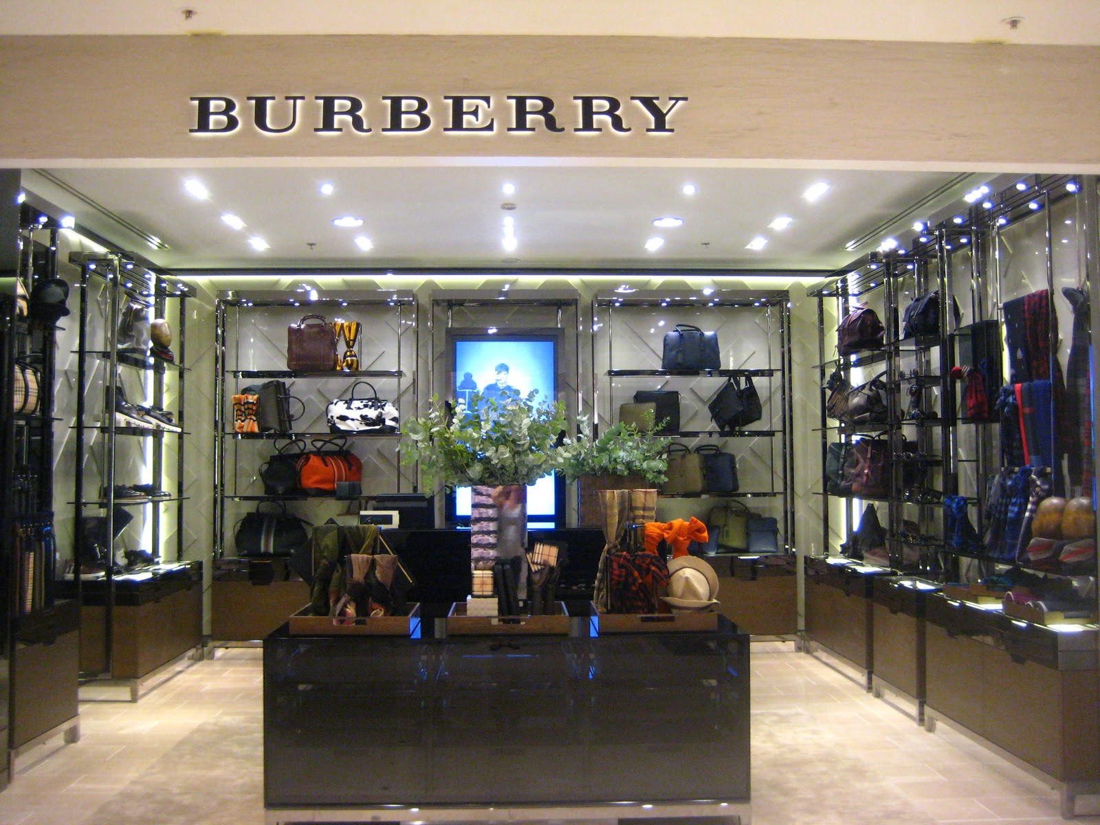 boutique burberry a paris. Black Bedroom Furniture Sets. Home Design Ideas