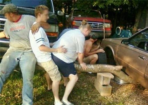 smešna slika: dečak pomaže