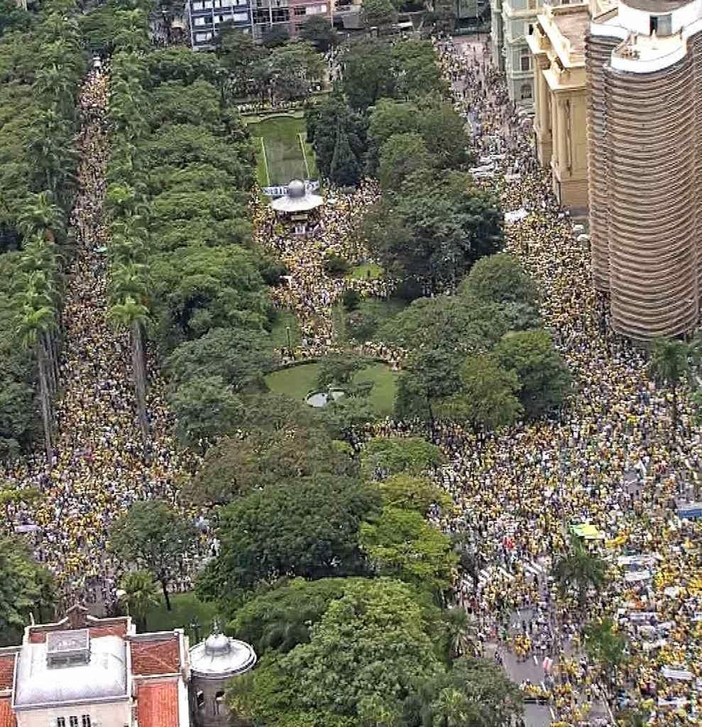 Na Praça da Liberdade, Belo Horizonte (MG)