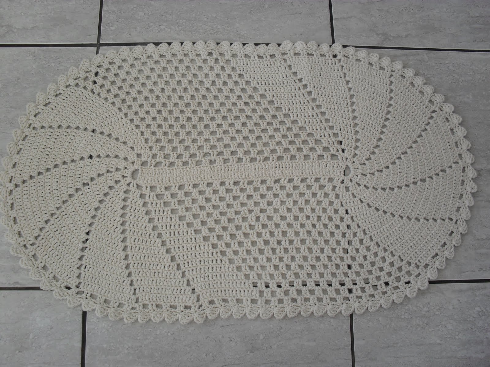 esta semana, este lindo tapetinho de crochê, aliás foram dois