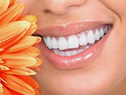 Bí quyết tẩy trắng răng siêu tốc