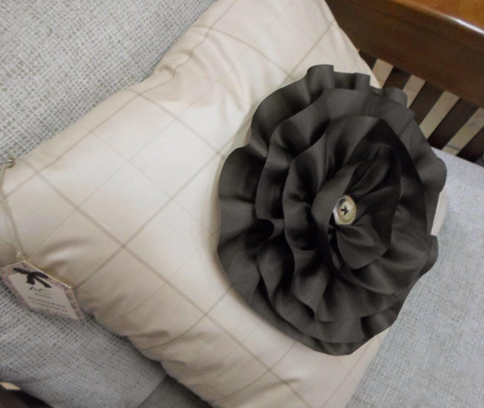 Cojín Decorativo Flor Rizada. Tapicería Carrasco
