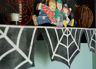 halloween crafts: burlap spider web garland