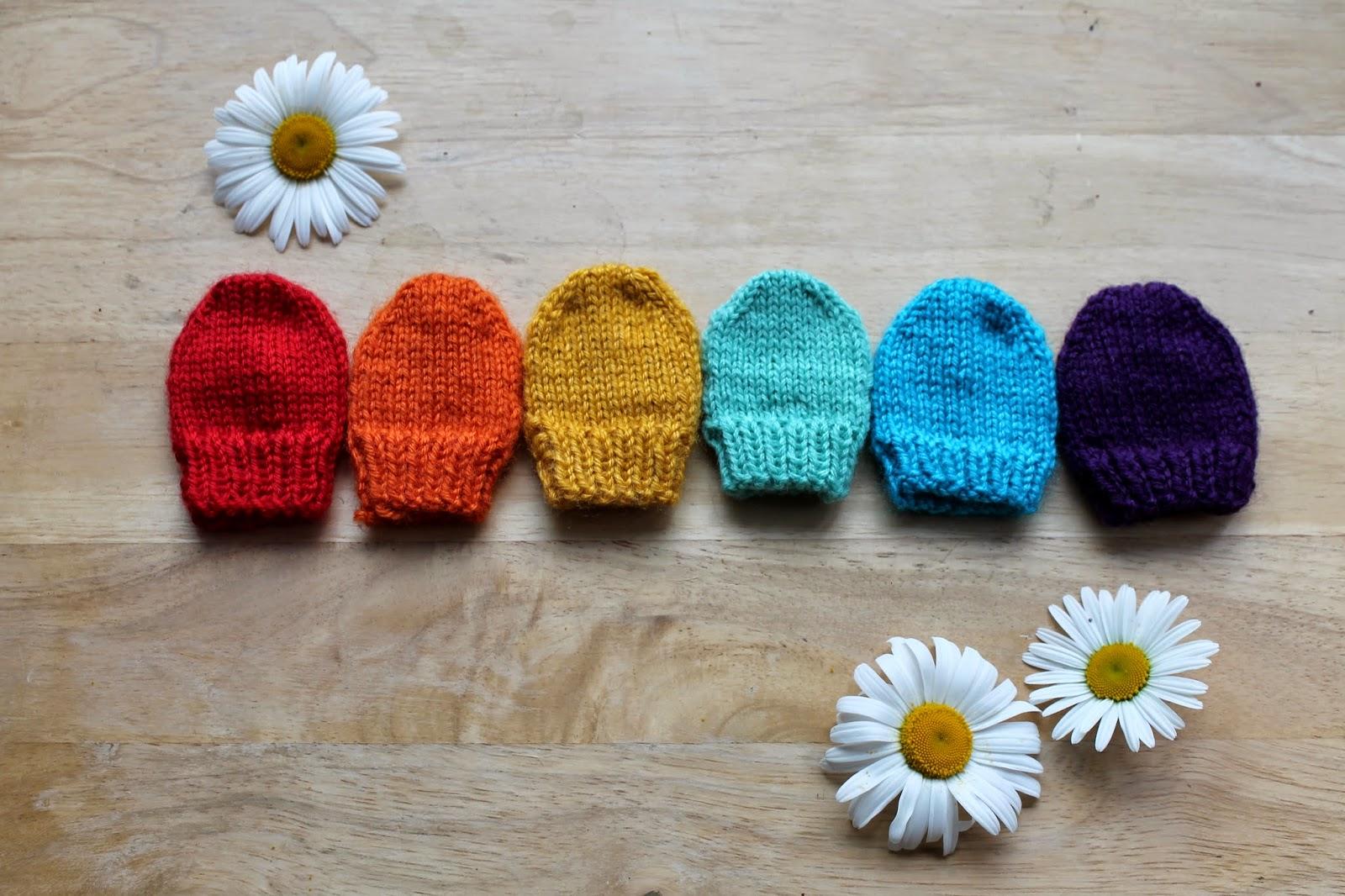 Anna et les petites choses moufles rainbow mod le - Deco de noel a tricoter ...