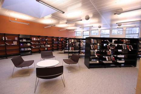 Revolusi Ilmiah - Perpustakaan di Halden tampak rapi.