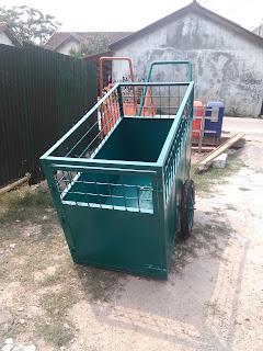 gerobak sampah hijau