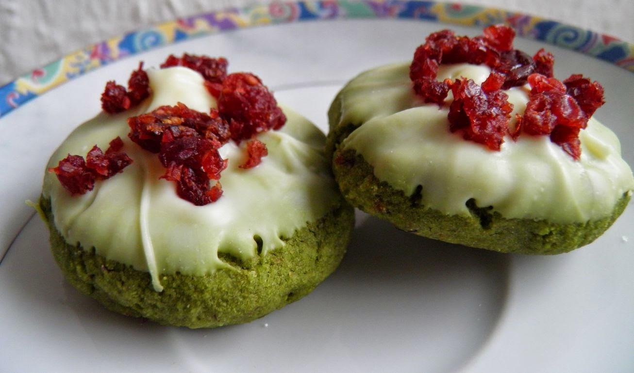 lisacuisine matcha mandel kekse mit cranberries und wei er schokolade. Black Bedroom Furniture Sets. Home Design Ideas