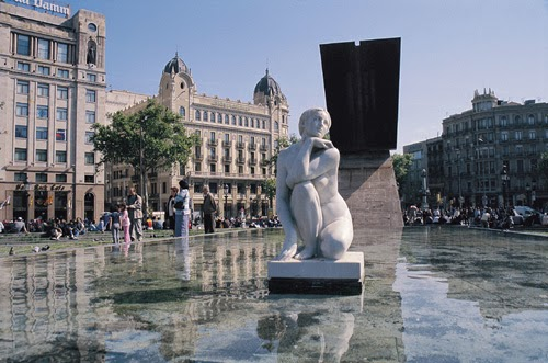 escultura La Diosa en Plaza Cataluña