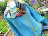 Asymetrisk trøje med løs halskrave