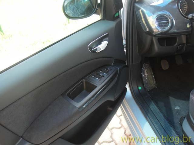 Fiat Bravo Essence 1.8 16V 2012 - por dentro das portas
