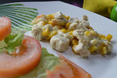 Frango gratinado com limão, mostarda e milho