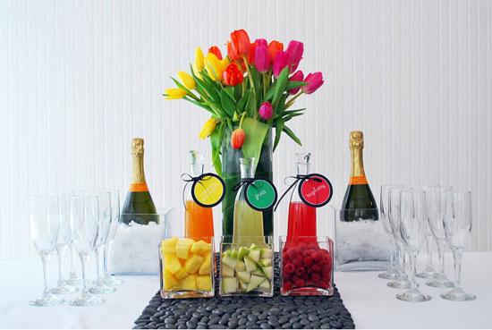 Cocteles mimosa hechos con champagne y frutas