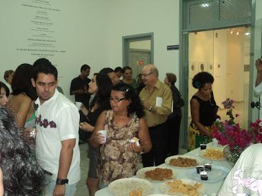 Coquetel celebração regada a salgados, vinhos, wiske, refrigerantes e bombons para adoçar a vida.