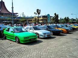 foto dan gambar komunitas pecinta mobil mazda astina sedang berkumpul