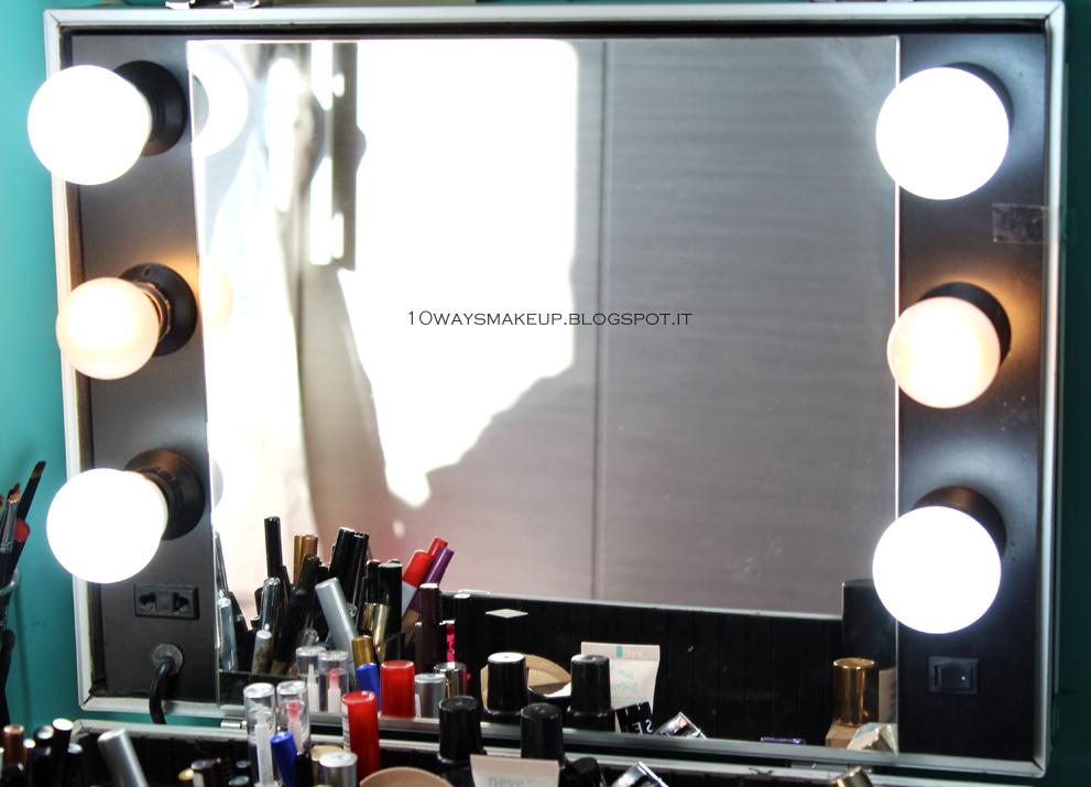 La mia postazione makeup organizzazione consigli - Specchio con lampadine ...