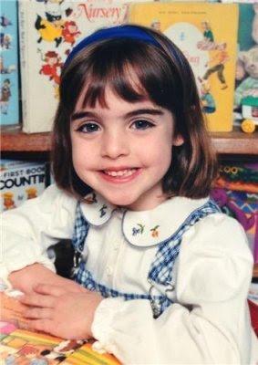 Elizabeth Gillies ( Childhood )