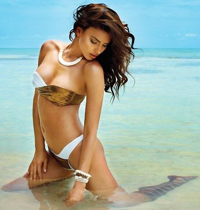 Irina Shayk en Beach Bunny