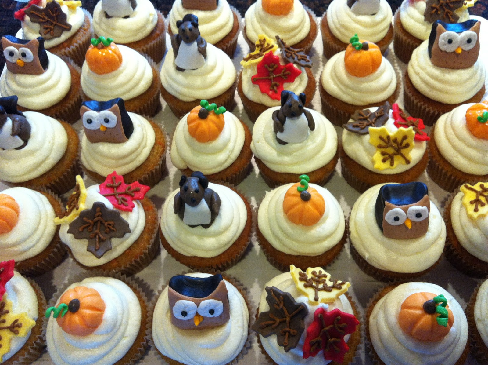 Its Sweet Autumn Baby Shower Cupcakes