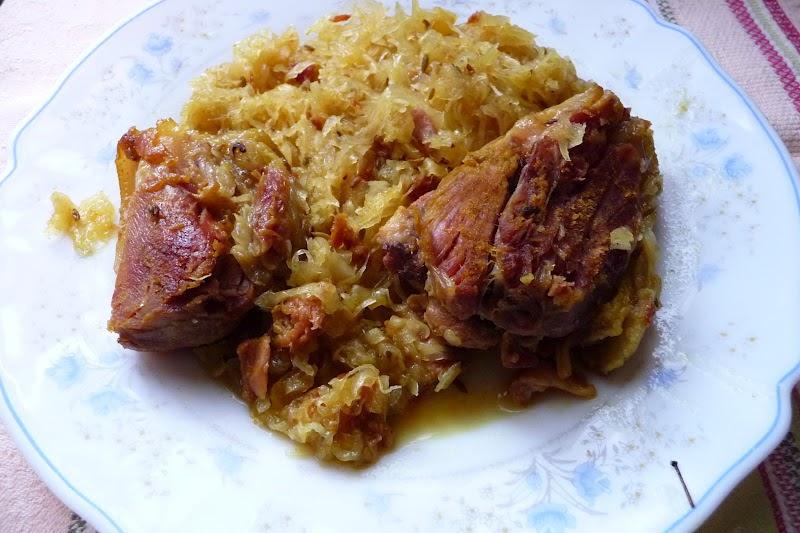 Choucroute et jarret de porc confit aux pices les - Cuisiner choucroute cuite ...
