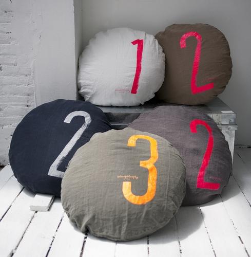 les toiles grises on veut du l i n. Black Bedroom Furniture Sets. Home Design Ideas
