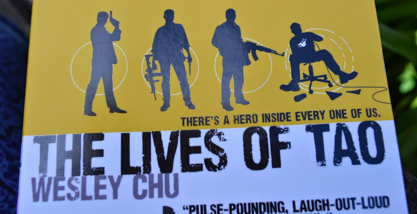 he Lives of Tao, paperback, Wesley Chu, Asian-American author, science fiction, aliens, review, novel, spy thriller