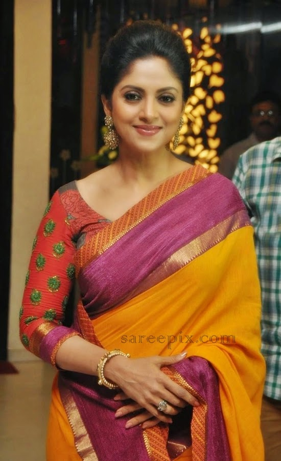 drushyam-success-meet-Nadhiya-saree