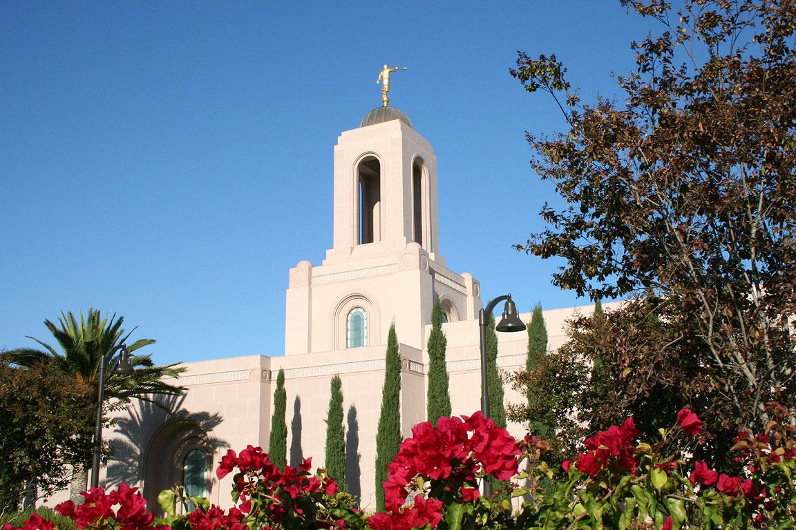 http://4.bp.blogspot.com/-pvfHY-2vQ0Y/TffyzNR9PlI/AAAAAAAAA2k/tKU7VoxIjWU/s1600/newport_beach_lds_mormon_temple7.jpg
