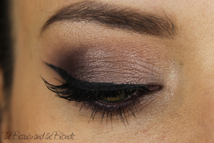 "Nachgeschminkt Mai 2015, Detailaufnahme am geschlossenen Auge von Jaclyn Hills ""Most wearable smokey eye"" mit den MAC Lidschatten Satin Taupe, Sketch"