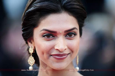 Deepika Padukone Glamorous Latest Wallpaper
